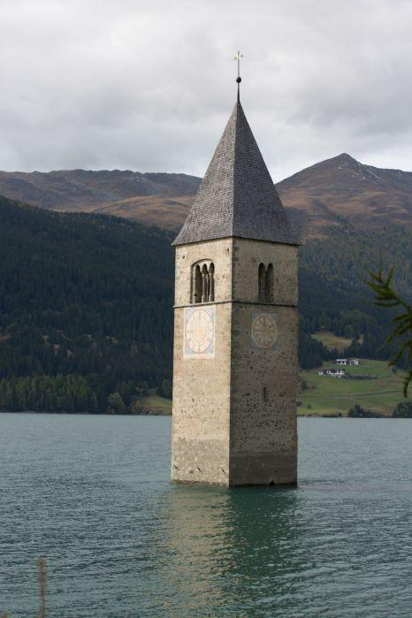 Der versunkene Turm im Reschensee